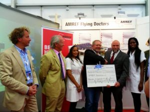 Günter Nooke AMREF Scheck Flying Doctors