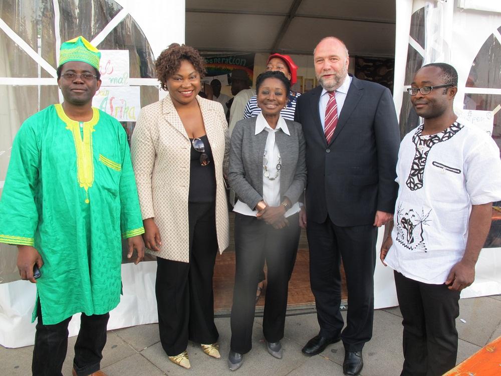Günter Nooke Afrikabeauftragter als Schirmherr auf KENAKO Festival auf BERLIN Alexanderplatz