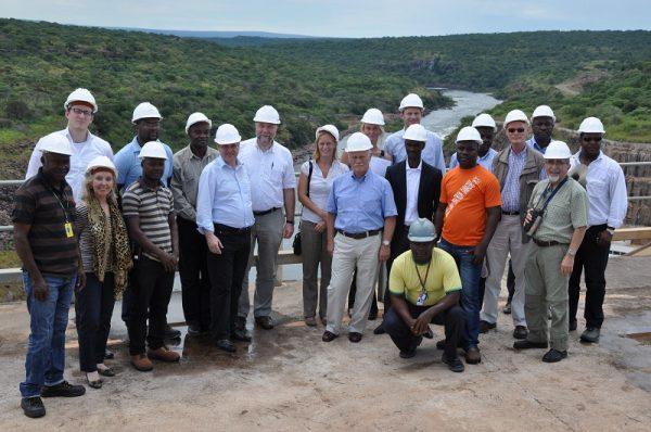 Afrikabeauftragter Günter Nooke mit Wirtschaftsdelegation am Kampanda Staudamm