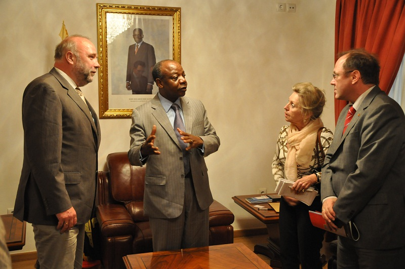Afrikabeauftragter Günter Nooke mit Provinzgouverneur von Malanje
