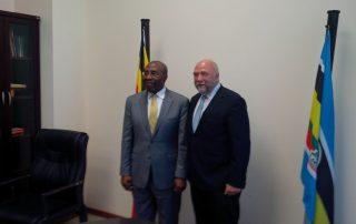 (Günter Nooke zusammen mit dem ugandischen Premierminister Ruhakana Rugunda - Bildnachweis: BMZ/Günter Nooke)