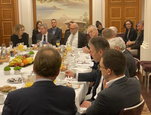 Günter Nooke im Gespräch mit dem sudanischen Premierminister